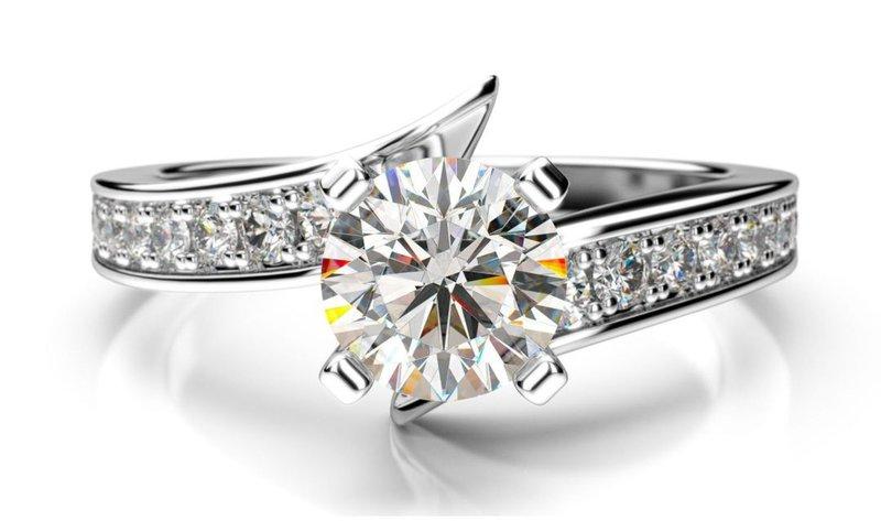 diamantový prsteň s postrannými diamantmi z bieleho zlata