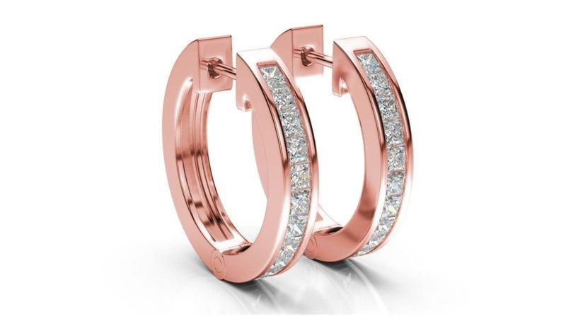 diamantové kruhové náušnice z ružového zlata s viacerými diamantmi