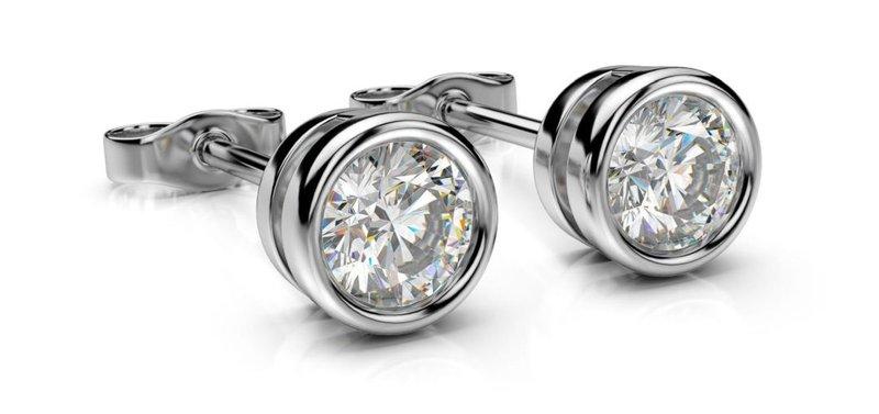 diamantové kôstkové náušnice z bieleho zlata s diamantom v tvare Round