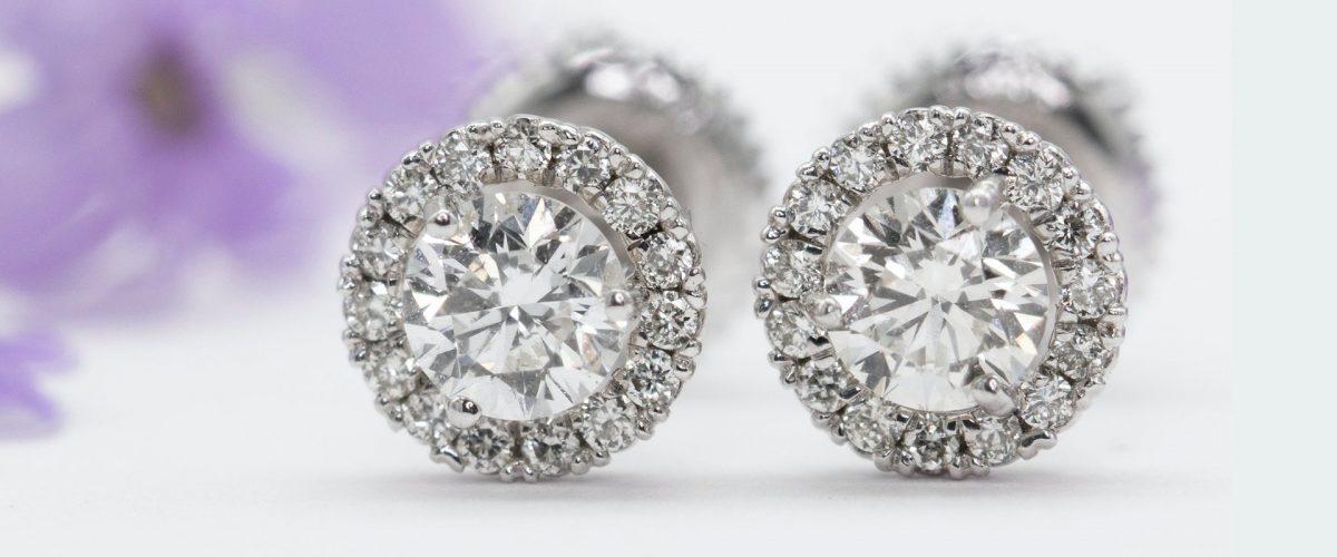 diamantové náušnice z bieleho zlata s jedným diamantom v tvare round